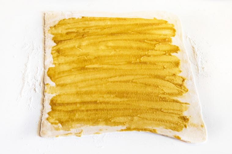 Сырные улитки с ветчиной