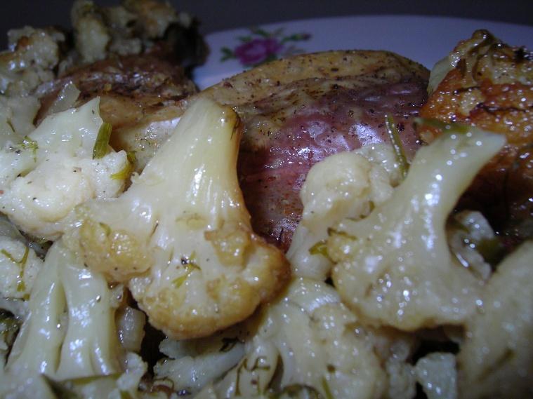 Курица, запеченная с цветной капустой
