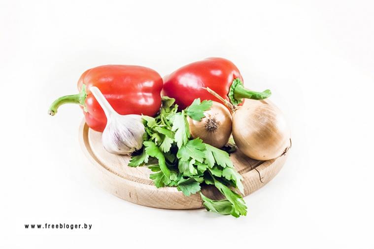 Рулет из картофеля, фарша, шпината и сыров
