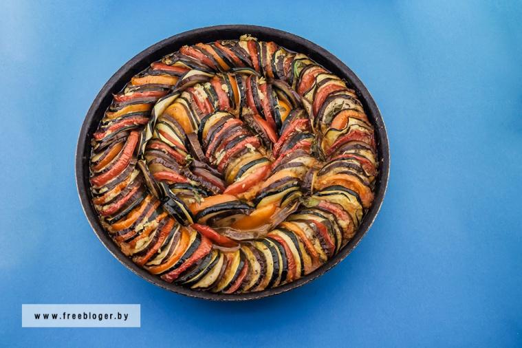 Рататуй - традиционное овощное блюдо прованской кухни из перца, помидор, баклажанов и кабачков