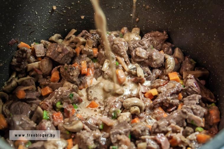 Говядина, тушенная в пиве Guinness, или мясной пирог с грибами и Гиннессом в духовке