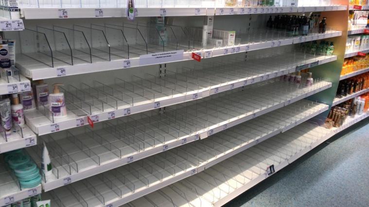 Европецы сметают с полок товары первой необходимости (салфетки, туалетную бумагу, моющие средства)